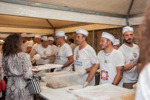 Viterbo - La pro loco di Canepina e il comitato festeggiamenti di Santa Corona per la cena dei facchini