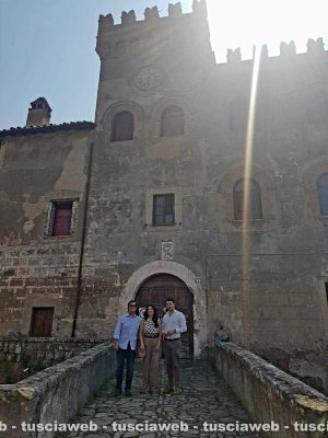 Bigiotti, Tolomei e Profili di fronte al castello di Civitella Cesi
