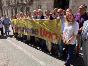 La protesta di Fratelli d'Italia sotto alla sede del Mise