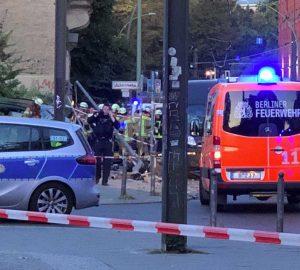 Berlino - Porsche piomba sul marciapiede e uccide tre adulti e un neonato