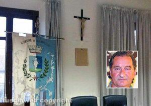 Vasanello - La sala del consiglio con la foto di Mattarella Capovolta - Nel riquadro Antonio Porri