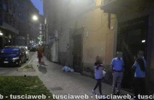 Viterbo - Lite in via Cairoli - I negozianti protestano spegnendo le luci