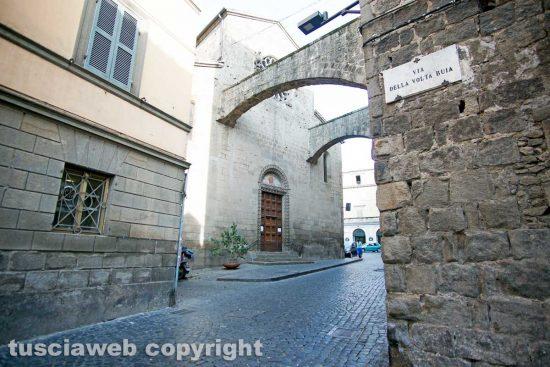 Viterbo - La chiesa di San Giovanni in zoccoli