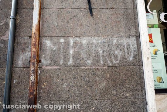 "Viterbo - La scritta ""Amburgo"" in via Garibaldi"