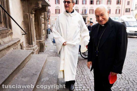 Viterbo - Don Flavio e il vescovo Lino Fumagalli