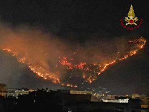 Sarno - Incendio sul monte Saretto