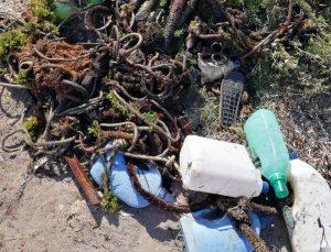 Civitavecchia - I rifiuti rimossi dalla Guardia costiera e dai vigili del fuoco