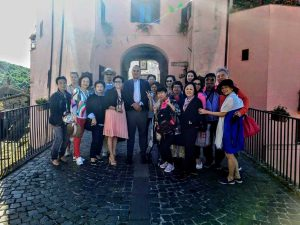 Latera - Gli operatori turistici asiatici ricevuti dal sindaco Di Biagi