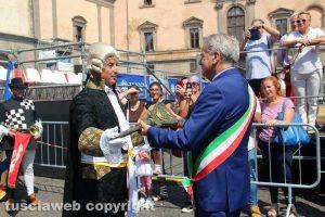 Viterbo - La consegna della mazza del maggiordomo