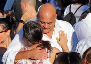 Viterbo - Santa Rosa - L'abbraccio tra Sandro Rossi e la figlia
