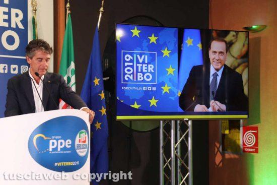 Viterbo - La telefonata di Berlusconi alla convention Forza Italia