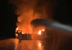 Santa Cruz - Imbarcazione in fiamme