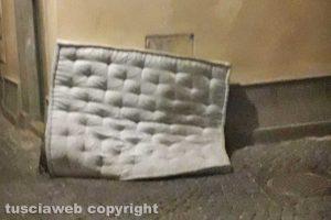 Viterbo - Un materasso in via Zazzera
