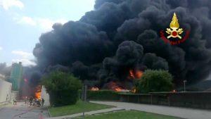 Avellino - Esplosione in una fabbrica di batterie d'auto