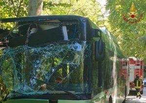 Caprara d'Abruzzo - Autobus fuori strada nel pescarese, 30 feriti.