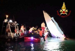 Venezia - incidente nautico, imbarcazione contro diga di San Nicoletto