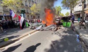 Parigi - Scontri alla manifestazione per il clima