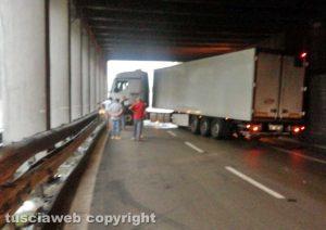 Il camion uscito di strada