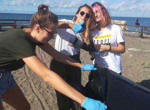 """Tarquinia - """"Mare da amare"""", I giovani democratici ripuliscono le spiagge"""
