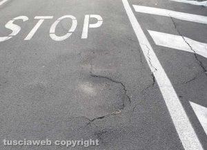 Viterbo - L'asfalto in via delle Fortezze