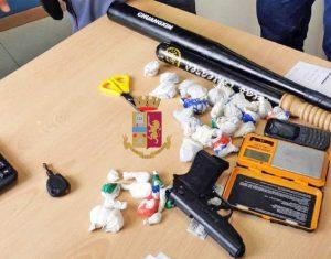 Napoli - In auto con pistola, mazze da baseball e 37 dosi di droga