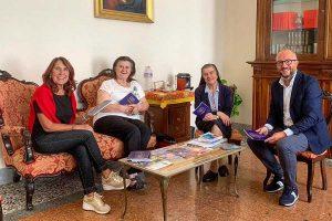 Viterbo - Mauro Rotelli dona 200 copie della Costituzione ai ragazzi dell'istituto Merlini
