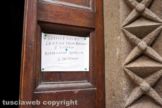 Viterbo - Il cartello sulla porta di San Giovanni in zoccoli