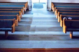 Una chiesa - I banchi