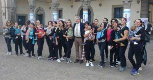 Viterbo - Il sindaco Giovanni Arena al flashmob di babywearing