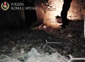 Roma - Rifiuti e materiale edile nei sotterranei di Fontana di Trevi