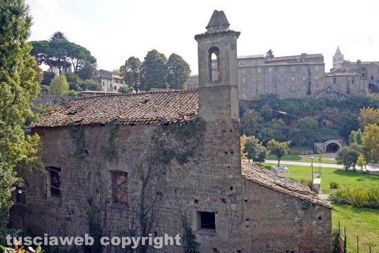 Viterbo - La chiesa e il campanile di Valle Faul