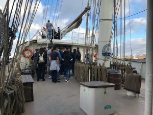 Civitavecchia - L'istituto L. Calamatta e la Guardia costiera visitano la nave scuola Gulden Leeuw