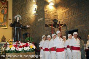 Viterbo - La processione per la donazione della statua di Santa Rosa al quartiere Pilastro