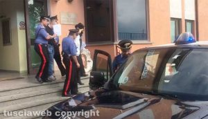 Ronciglione - Operazione antidroga dei carabinieri - Gli arrestati all'uscita della caserma