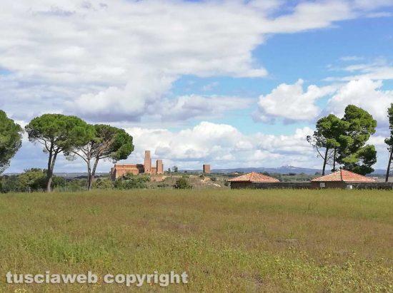 Tuscania - La chiesa di San Pietro e la necropoli della Madonna dell'Olivo