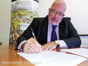 Viterbo - Stefano Signori firma il manifesto di Confartigianato