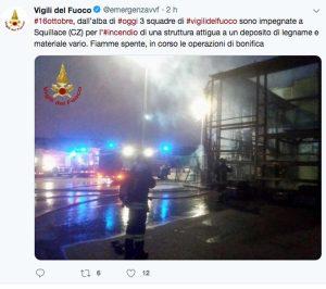 Squillace - Il post dei vigili del fuoco sull'attività commerciali in fiamme