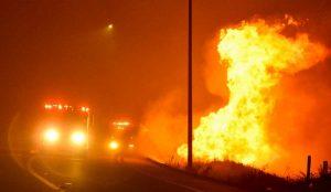 Vasto incendio in California