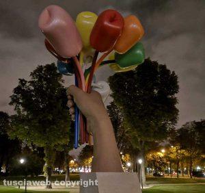 """Parigi - Il """"Bouquet di tulipani"""" dell'artista americano Jeff Koons"""