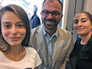 Le studentesse dell'istituto omnicomprensivo di Orte con il ministro Lorenzo Fioramonti
