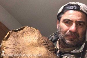 Viterbo - Sante Saraconi e il porcino di 1 chilo e 188 grammi