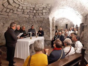 Il coro Francigeno nella cripta
