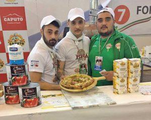 Francesco Serafini e Salvatore Schiavone con la loro pizza