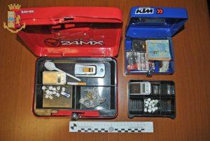 Civitavecchia - Polizia - La droga e il materiale sequestrato
