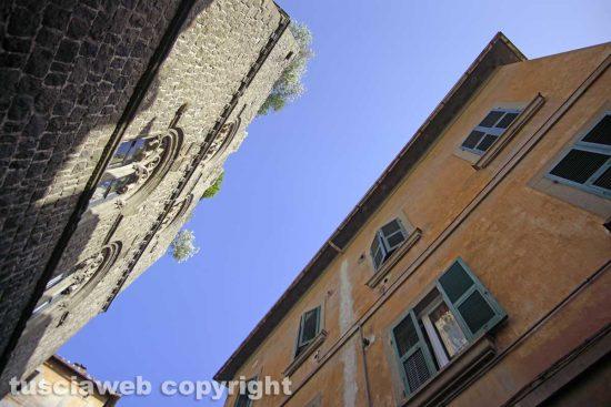 Le facciate del centro storico di Viterbo