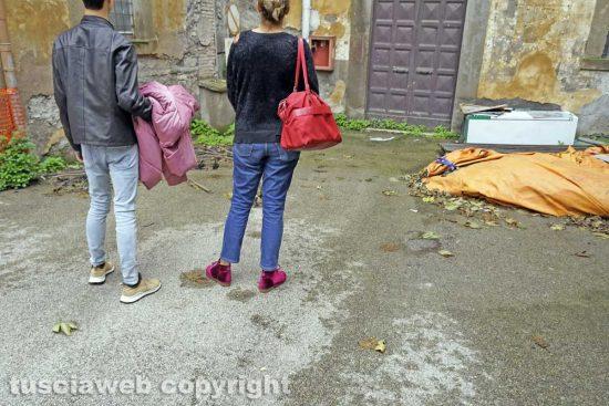 Viterbo - Turisti all'interno dell'ex ospedale grande degli infermi