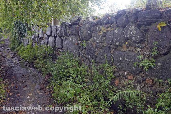 Vetralla - Un muro fatto con i lastroni della Cassia a Foro Cassio