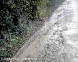 Oriolo Romano - Le buche in strada della Castellina