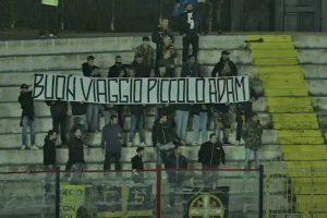 Sport - Calcio - Viterbese - Lo striscione dei tifosi gialloblù a Caserta