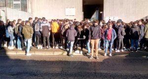 La protesta degli studenti del Dalla Chiesa